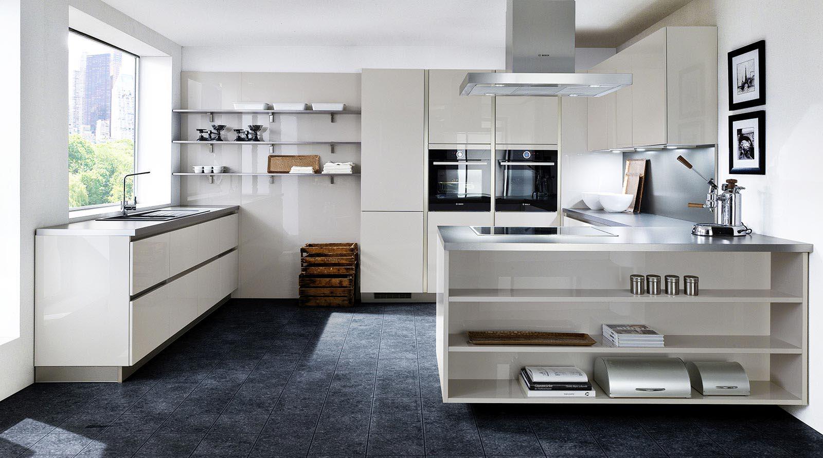 Cremefarbene hochglanz Küche