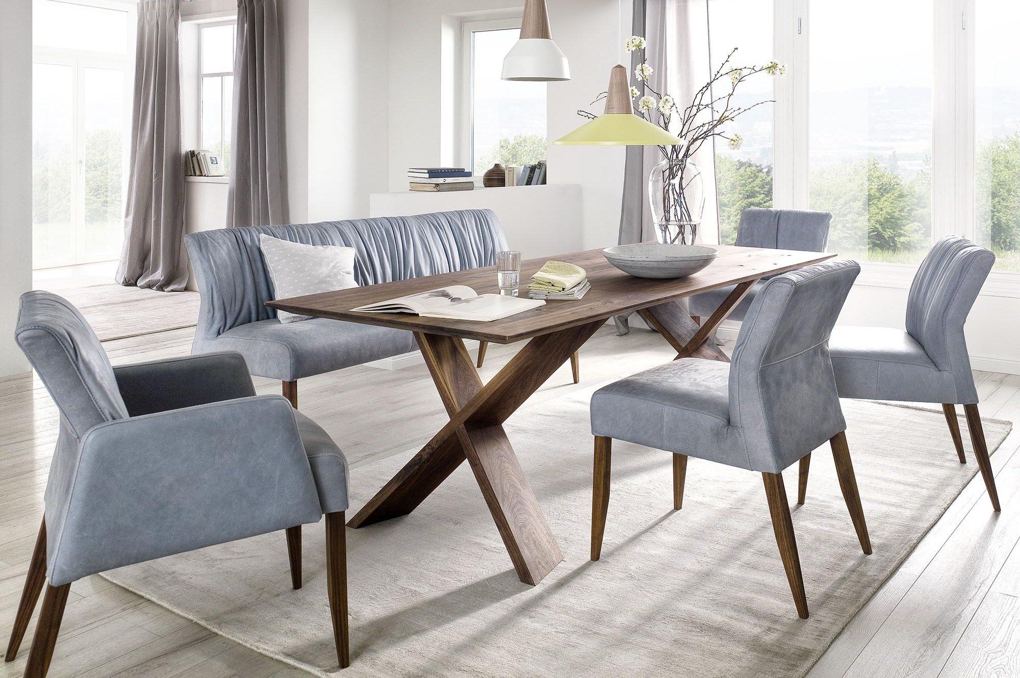 Essen blaue Stühle